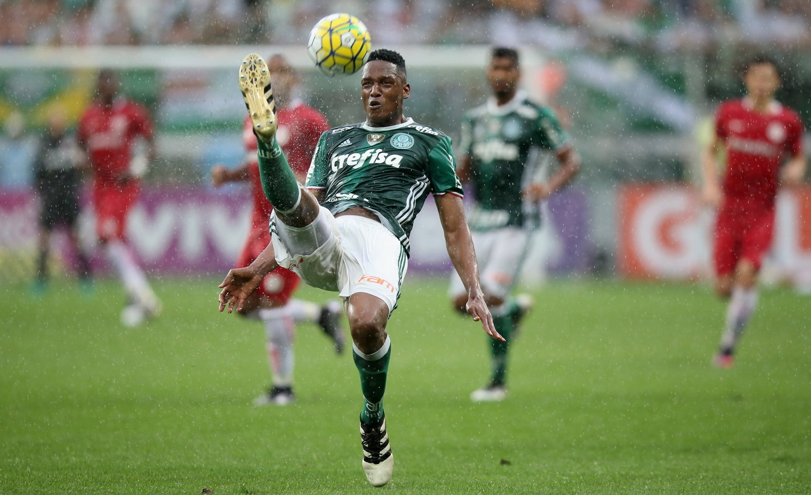 Leicester threaten Barcelona plans for Palmeiras defender Yerry Mina