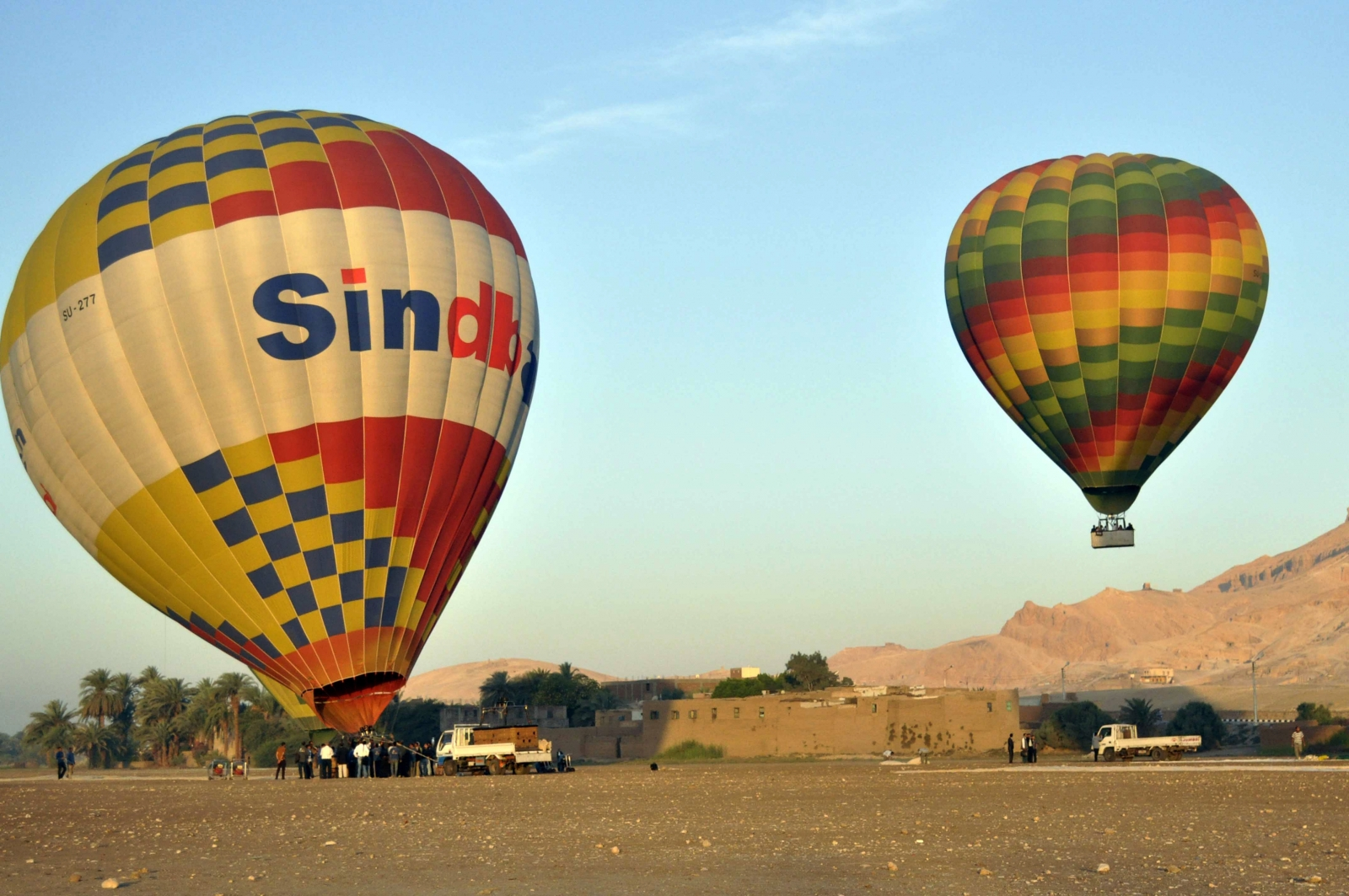 Hot air balloon crash in Egypt kills 1, injures 19 tourists