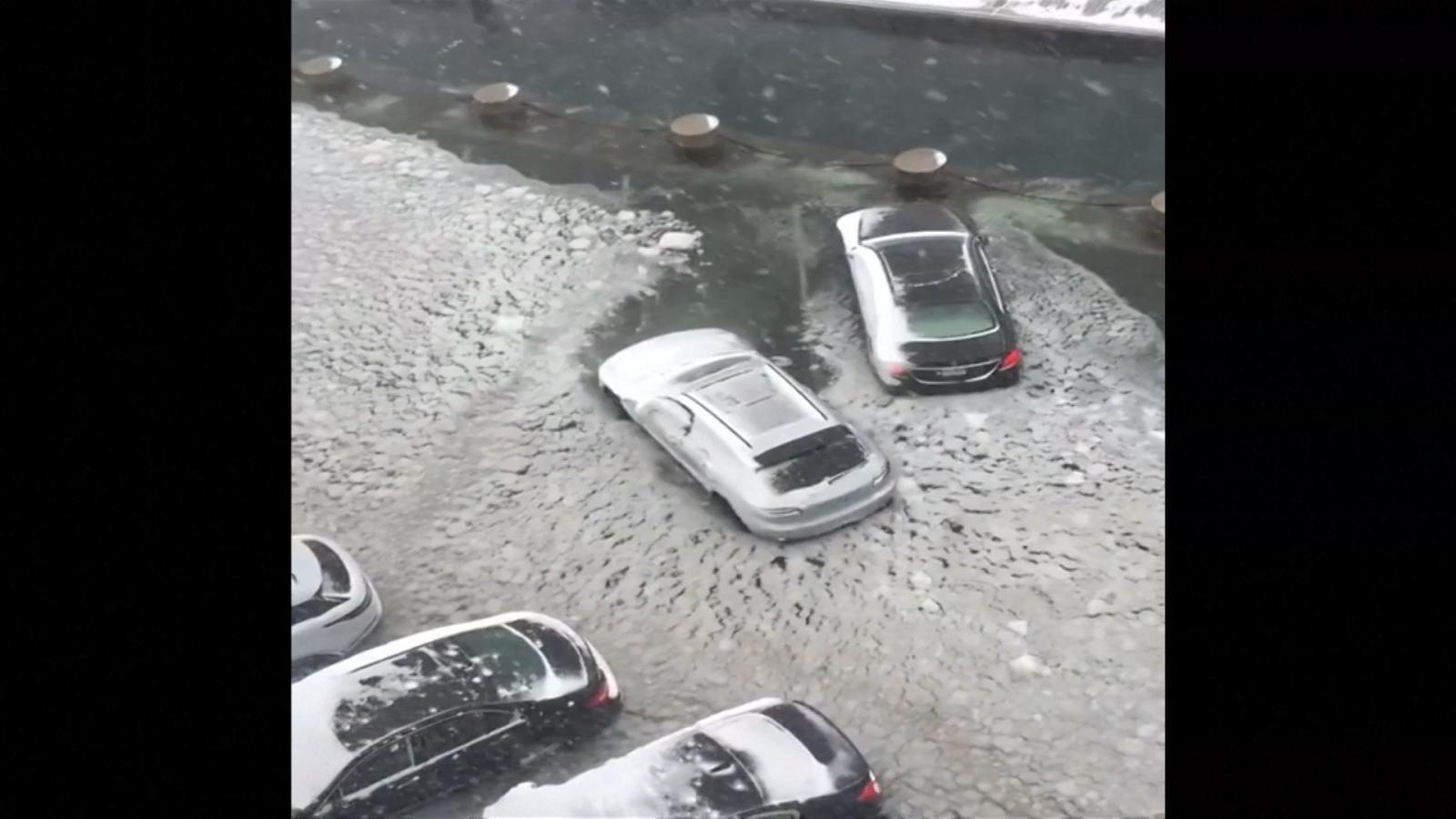 boston-driver-attempts-to-escape-bomb-cyclone-flooding-in-harbor