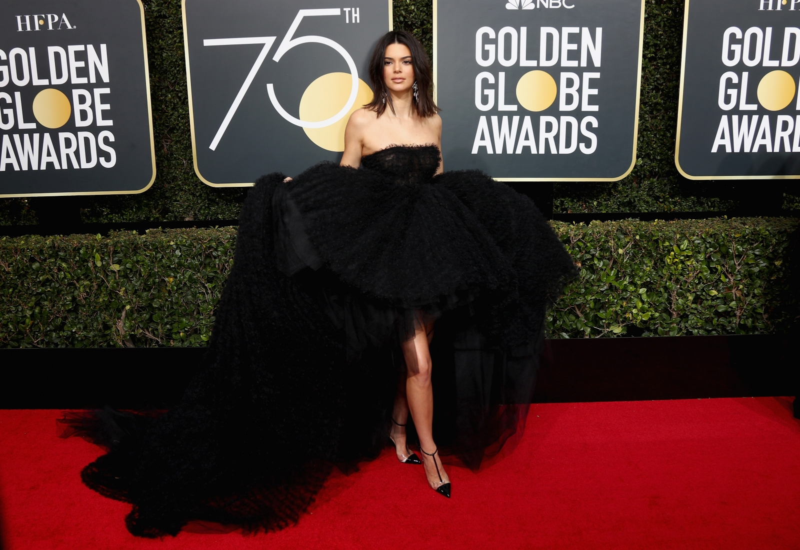 Kendall Jenner Responds to Critics of Her Acne at Golden Globes