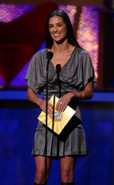 ACTRESS DEMI MOORE PRESENTS AT 2003 MTV MOVIE AWARDS.