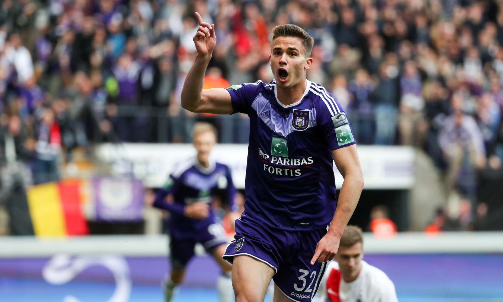 Manchester United told to pay £27m for Anderlecht midfielder Leander Dendoncker