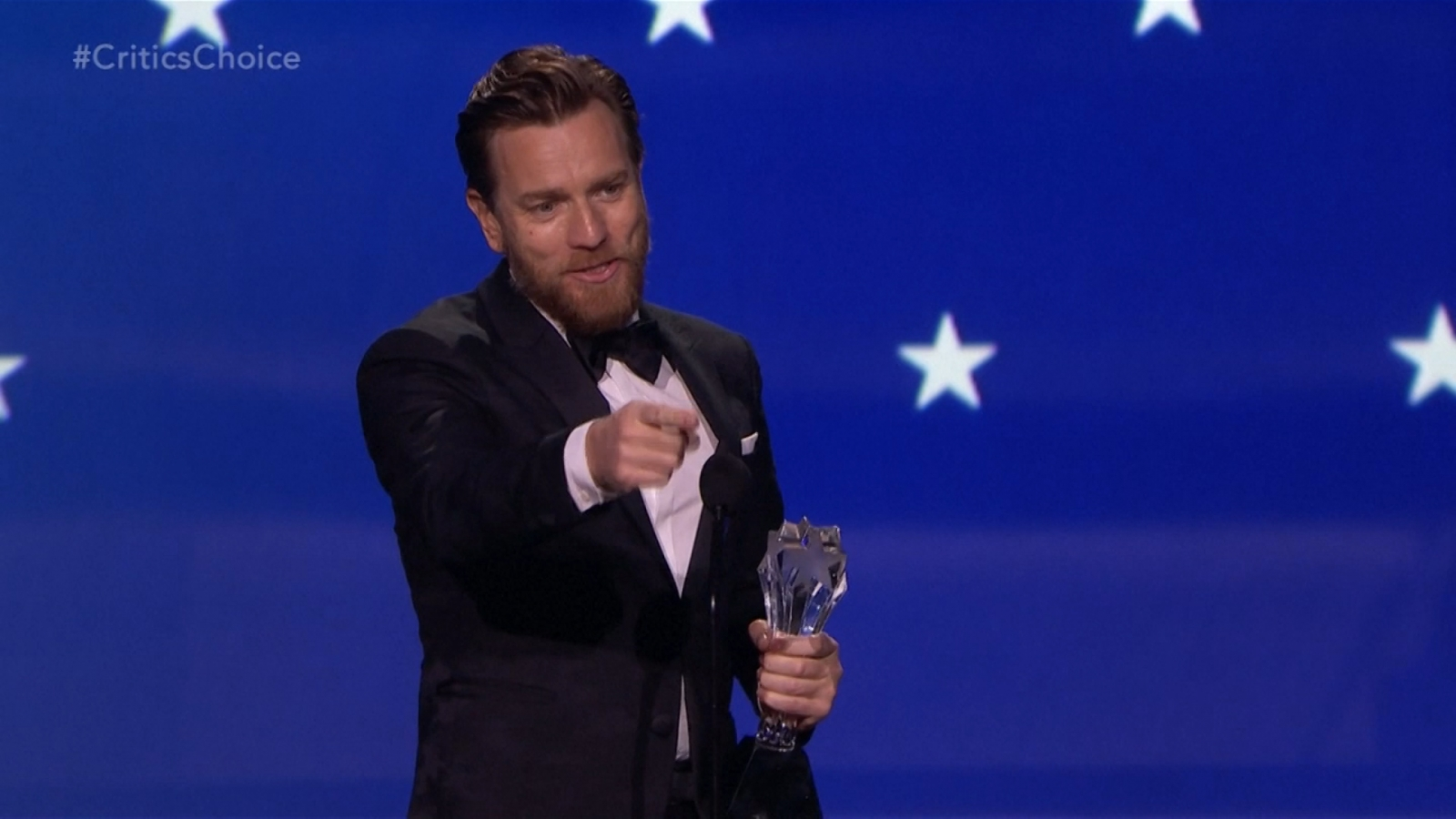 Ewan McGregor ignores wife, snogs Mary Elizabeth Winstead at Critics' Choice Awards