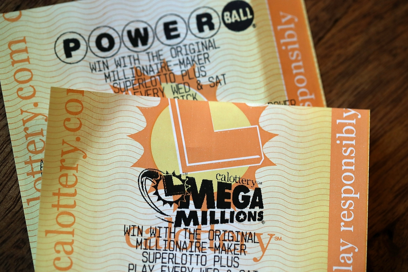 20-year-old claims $450M Mega Millions jackpot in Florida