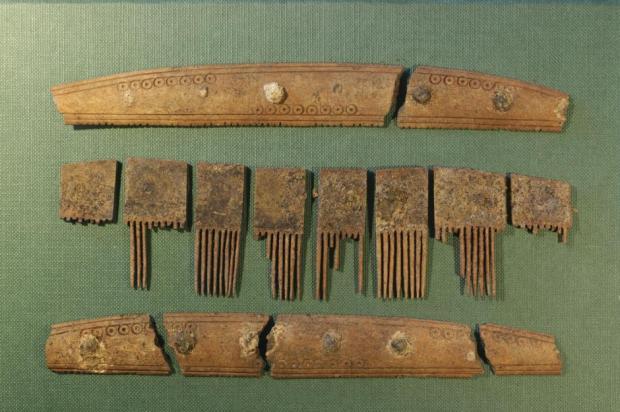 Rune comb
