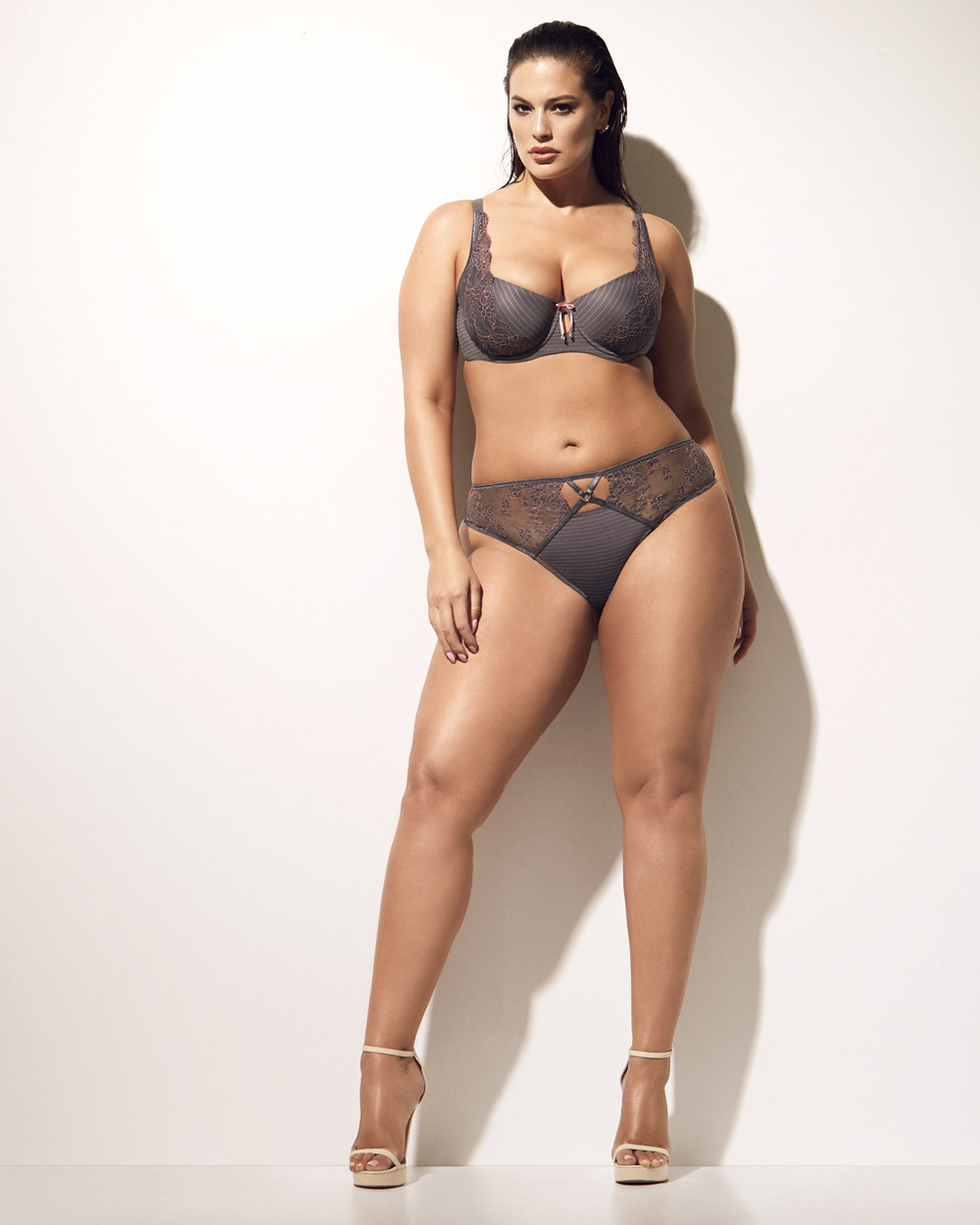 Inspiration To All Curvy Women - Ashley Graham Drops -8896