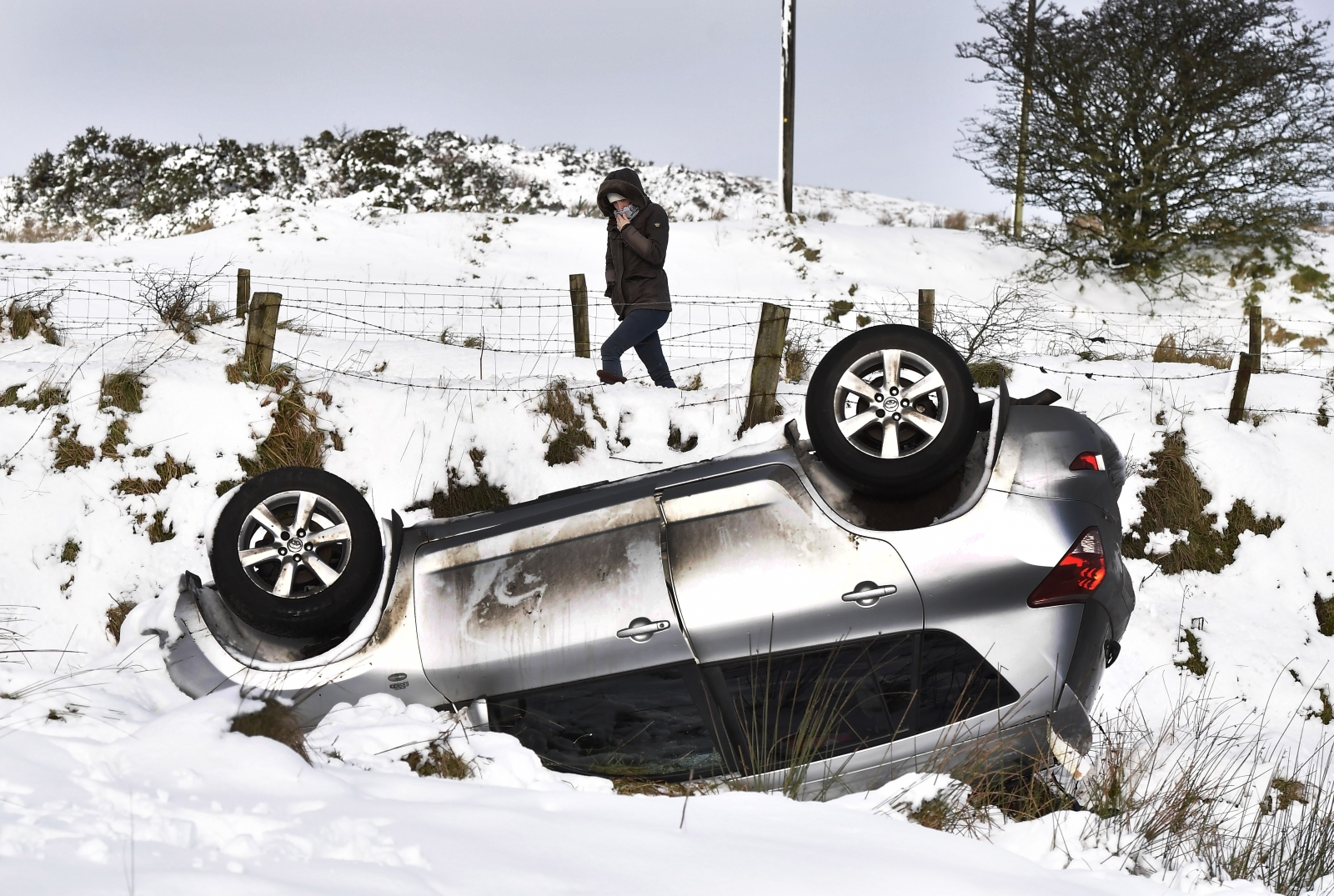 Nearly  1m drivers told to stay off Scotland's roads as snow hits