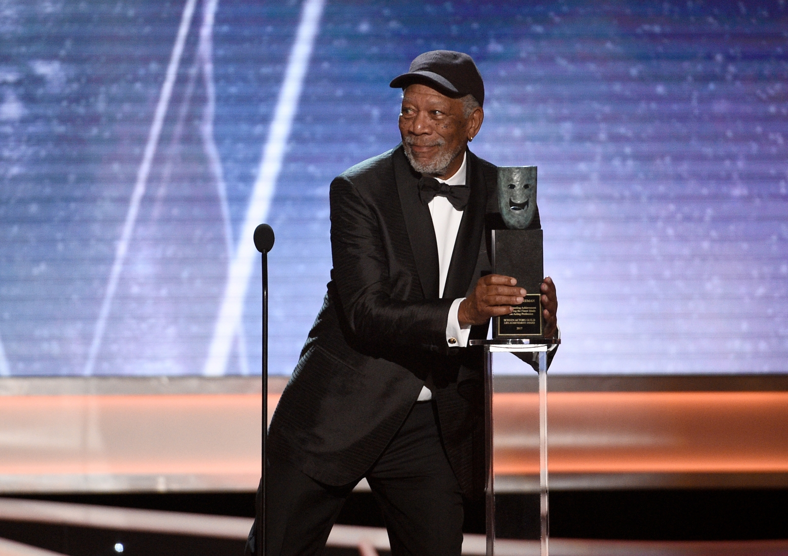 sag-awards-morgan-freeman-calls-out-someone-for-chatting-during-his-lifetime-achievement-speech
