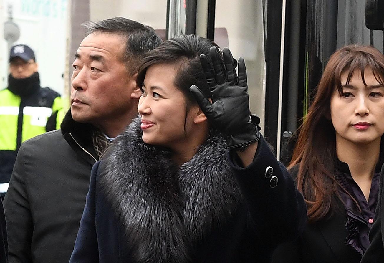 Hyon Song-wol visits South Korea