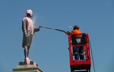 Captain cook statue vandlaised