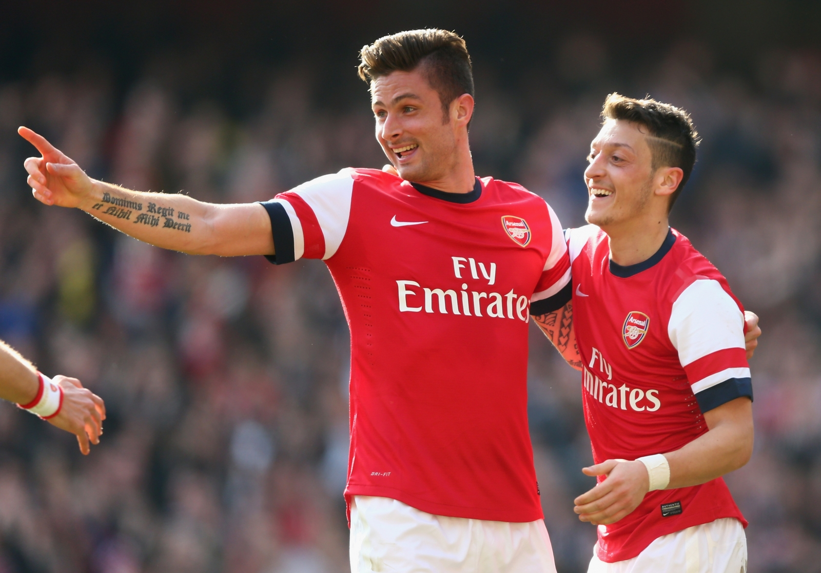 Arsene Wenger insists he wants to keep Giroud and Ozil at Arsenal