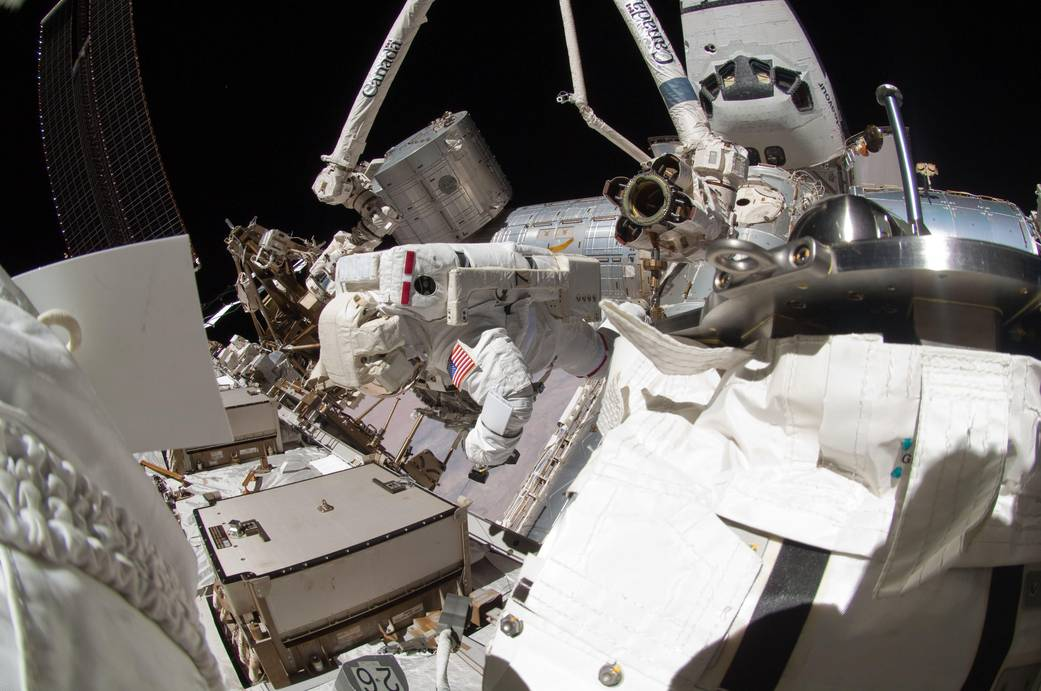 Russian astronauts take spacewalk to upgrade station antenna