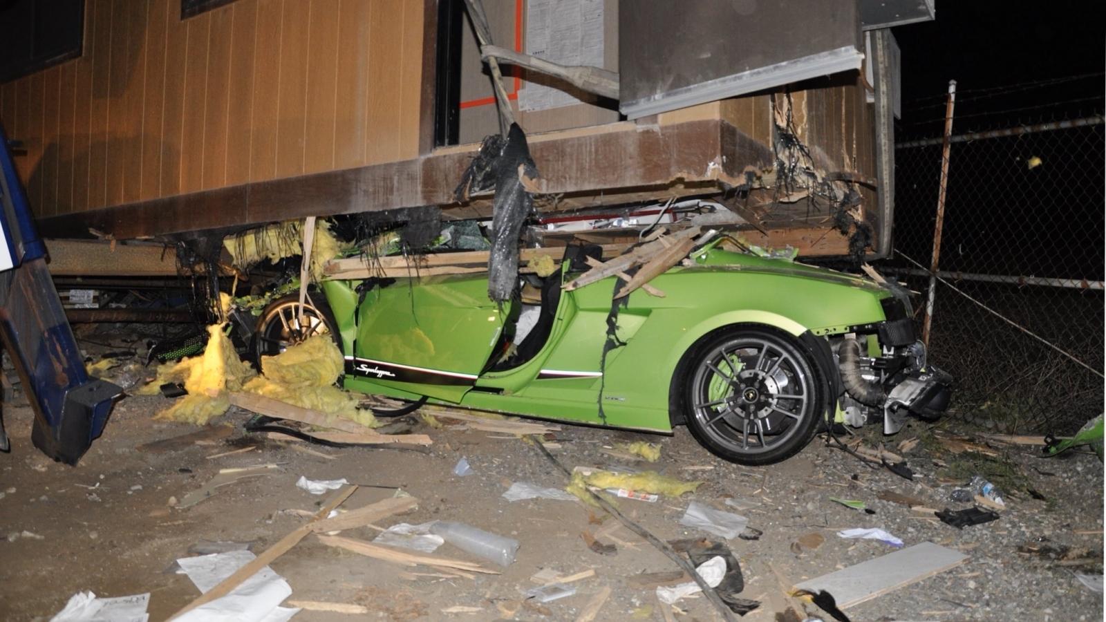 Drunk Driver Writes Off A Quarter Of A Million Dollar Lamborghini Sports Car