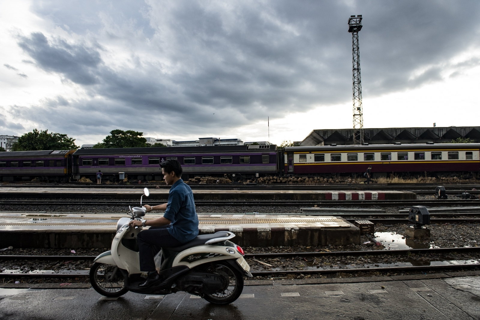 Woman posing for selfie on Bangkok train tracks killed