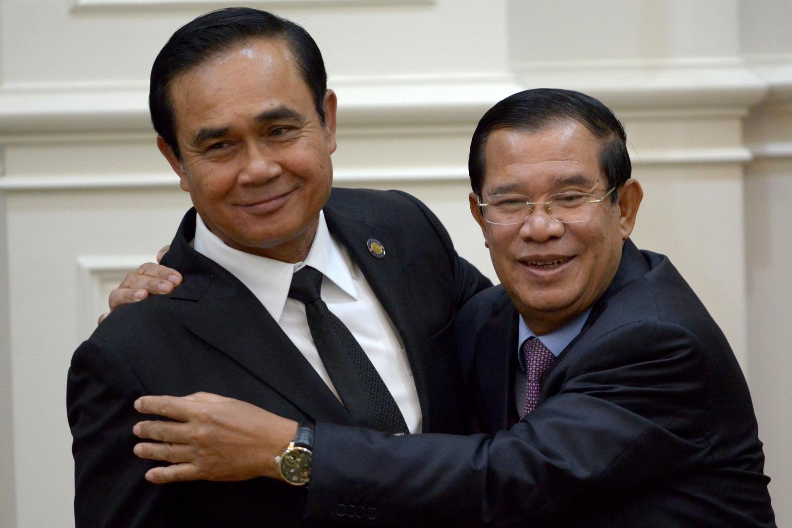 Cambodia's Hun Sen hugs Thailand's Prayut Chan-O-Cha
