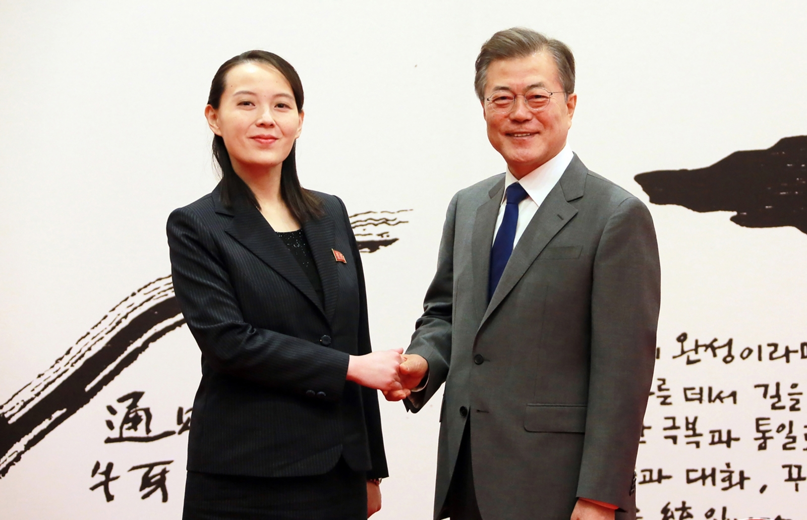 Kim Yo-jong meets Moon Jae-in in Seoul