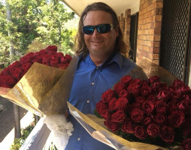 Big Issue seller gives out 100 free roses on Valentine's Day to see the 'joy and smile' on people's faces