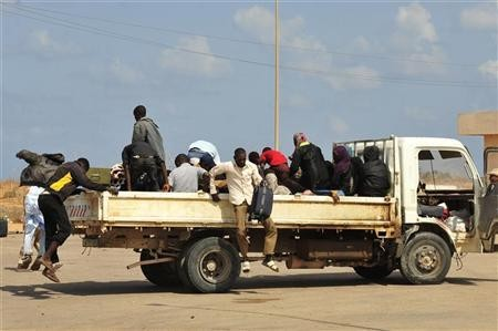 Displaced families flee fighting in Sirte