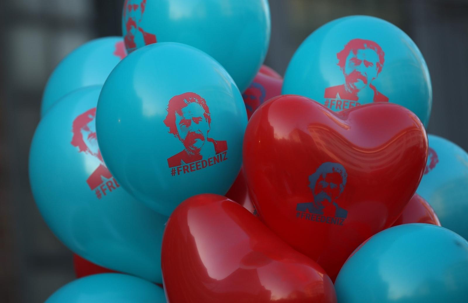 Free Deniz Yucel balloons in Germany