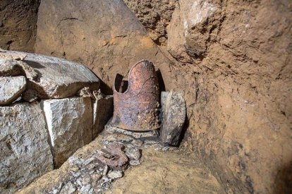 Japanese armour found at ancient tomb