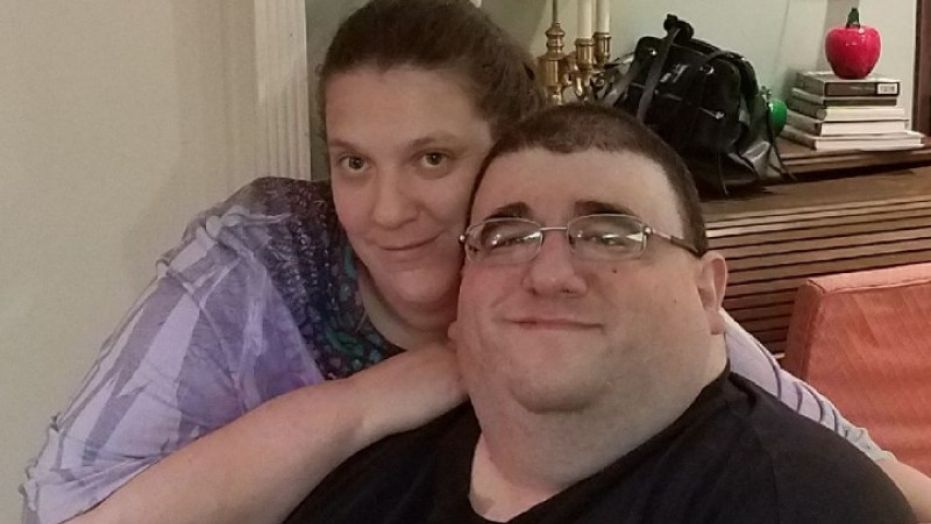Robert Buchel (r), with his fiancée Kathryn Lemanski, died after dropping almost half his weight in five months for a TV show