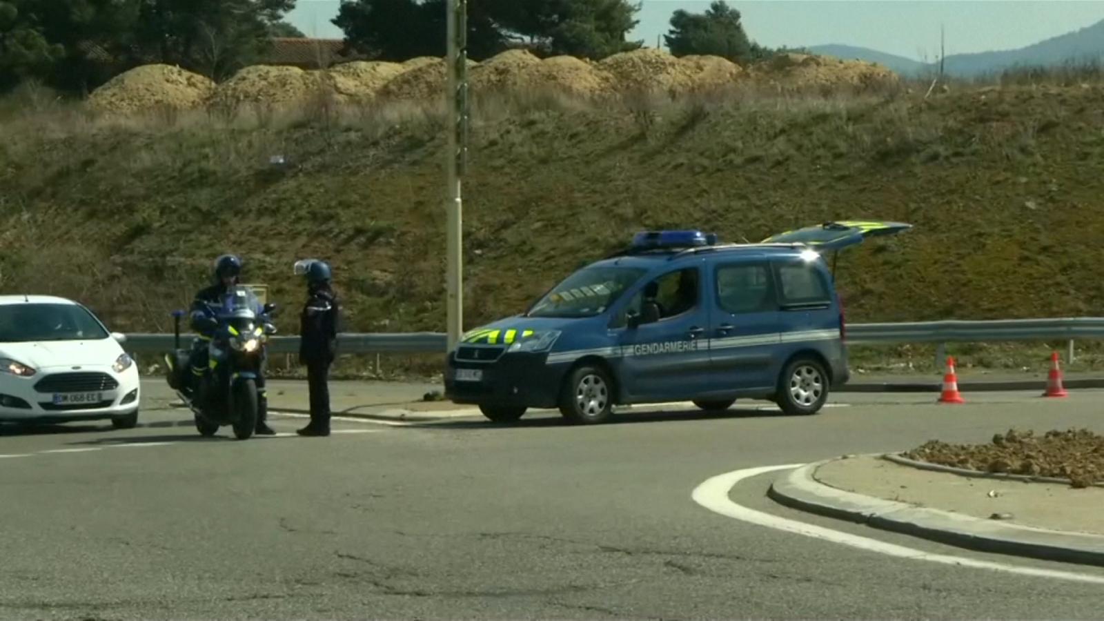 police-shoot-dead-supermarket-gunman-in-france