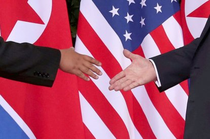 Trump shakes hands with Kim Jong Un