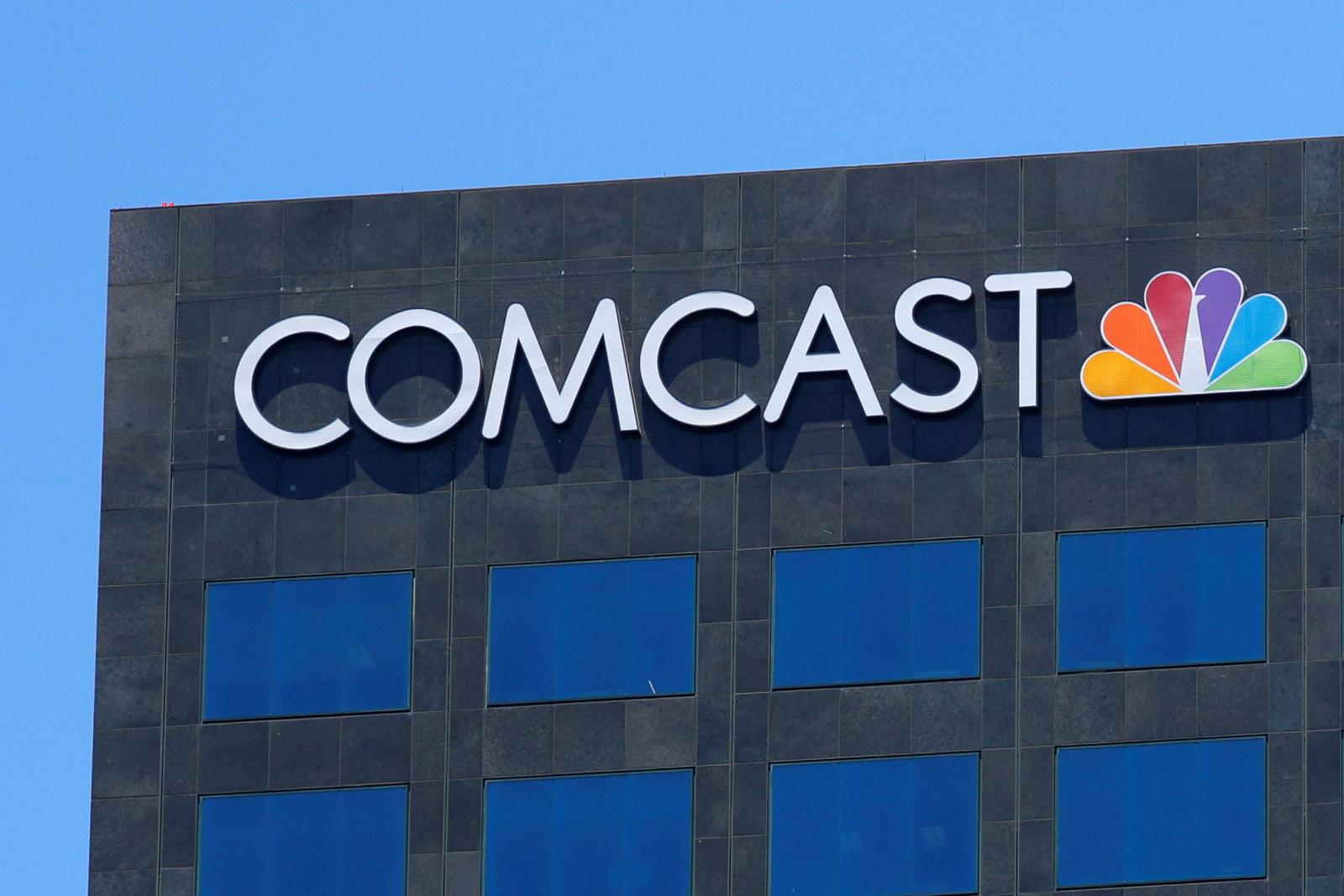 Comcast, Fox raise bids for Sky