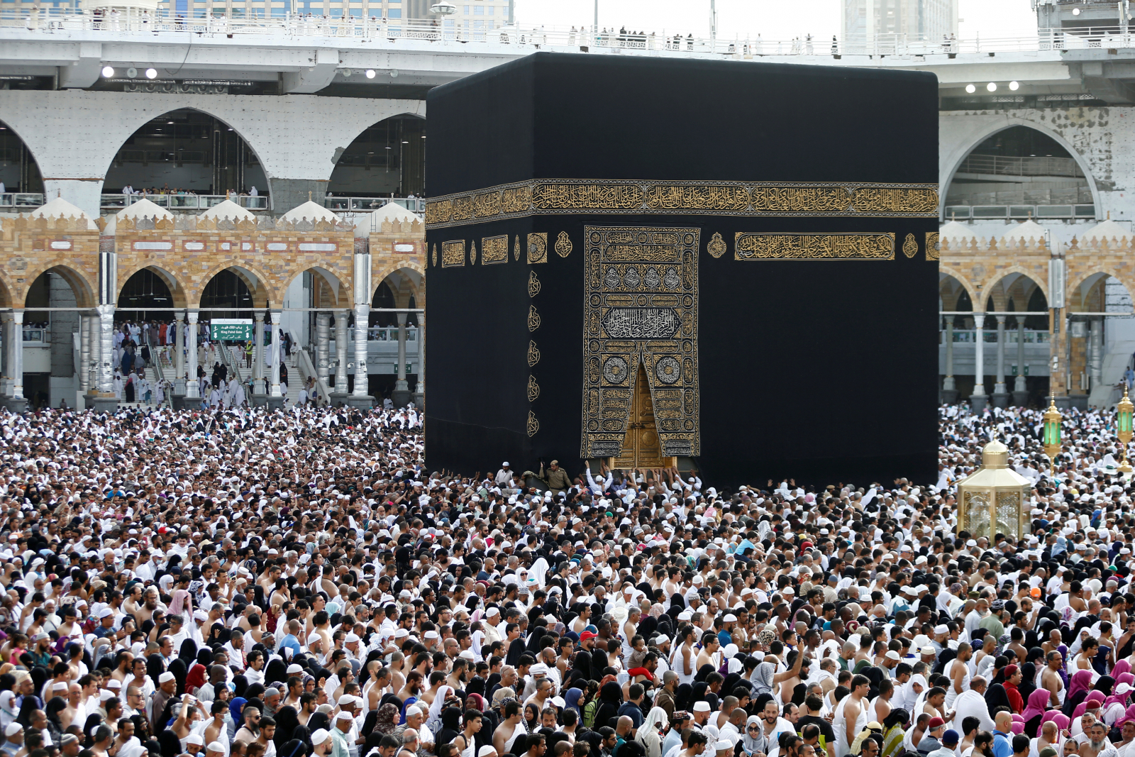 How much does a Mecca pilgrimage cost?