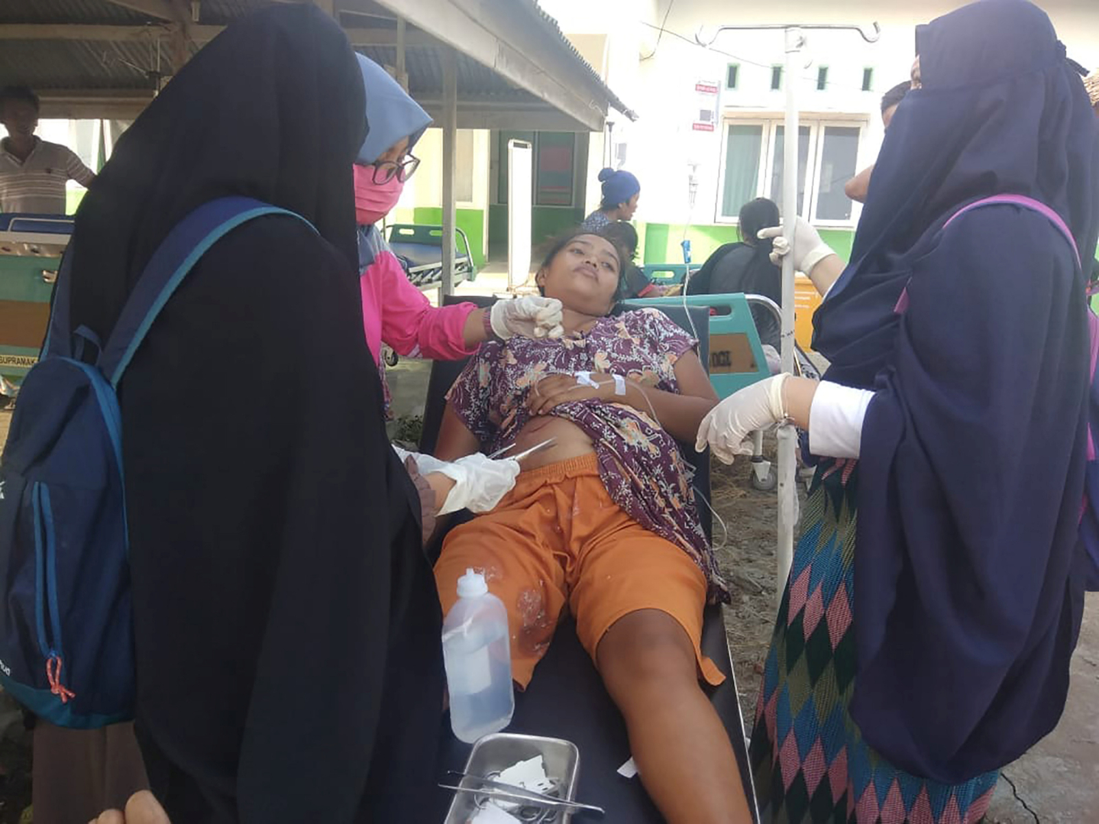 Indonesia tsunami Sulawesi Donggala injured