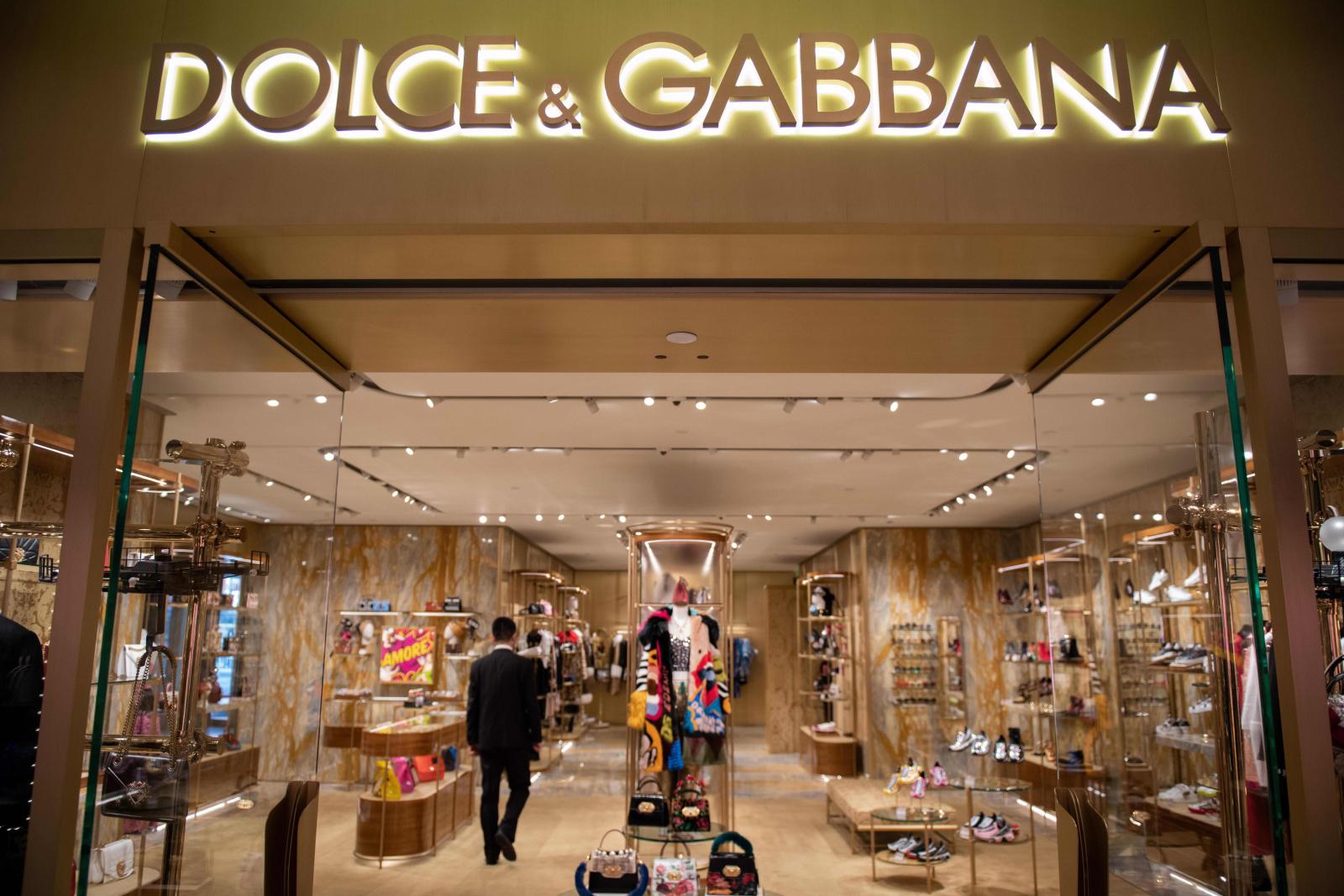 Dolce & Gabbana accusés d'avoir insulté la Chine; blâme les pirates