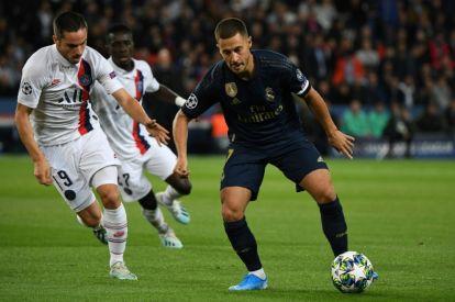 Eden Hazard holds off PSG's Pablo Sarabia