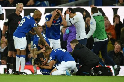 Everton players comfort Andre Gomes