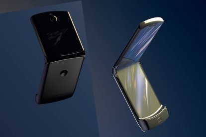 Motorola Razr hinge design prevents display crease