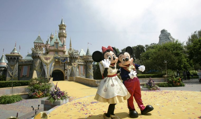 Disneylands in US and Paris to close