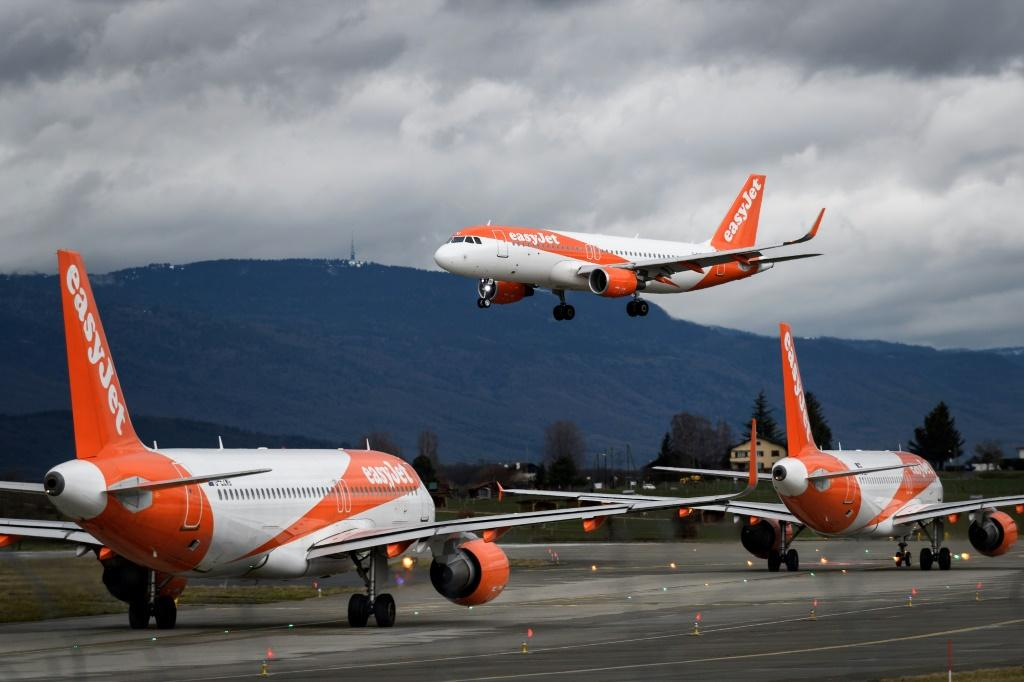 EasyJet to start charging for overhead luggage lockers by February 10