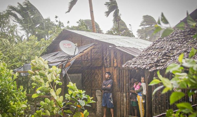 Typhoon Vongfong batters Philippines