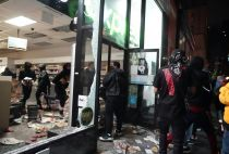 Looters in New York