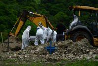 Honduran workers burying COVID-19 victims