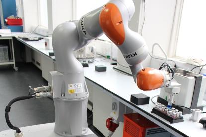 Autonomous robot chemist presents first discovery