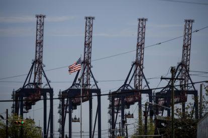 Traders keep tabs on US China talks