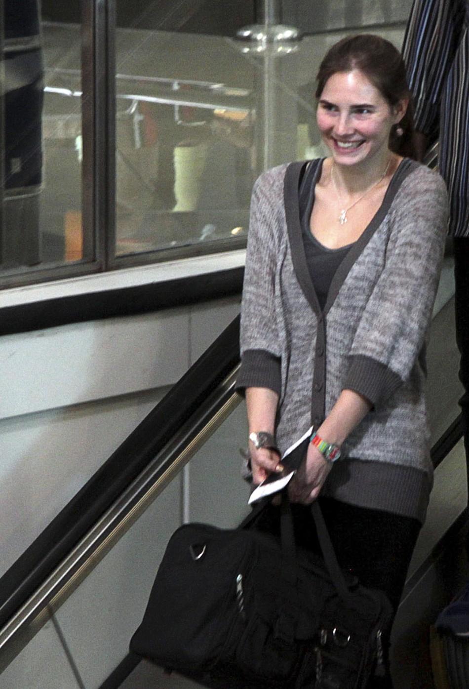U.S. student Amanda Knox's smiles at the Leonardo Da Vinci airport in Fiumicino