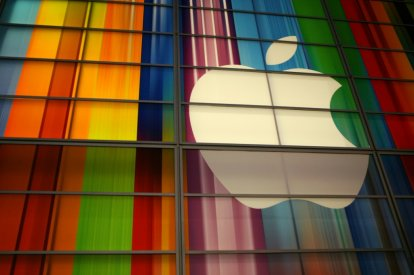Apple becomes 1st US company to hit$2tn