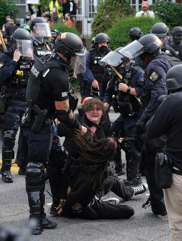 Protests Erupt In Us Over Charges In Breonna Taylor Shooting