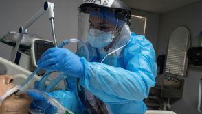 Medical staff treats coronavirus patients