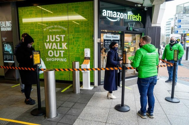 Amazon opens 'contactless' UK grocery store