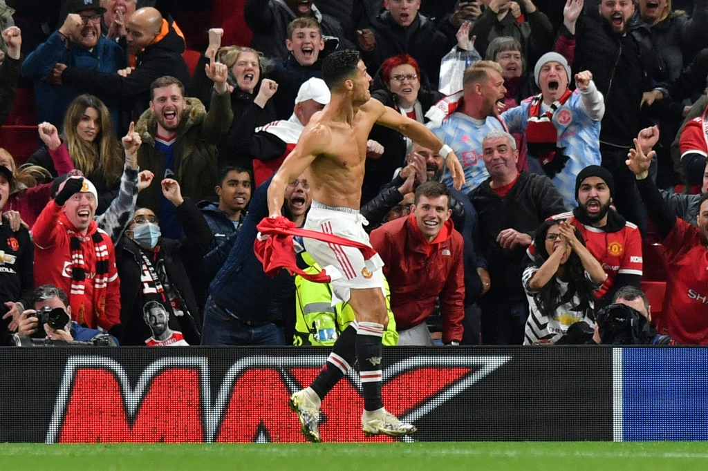 Cristiano Ronaldo pulls off late winner to push Man Utd past Villarreal thumbnail