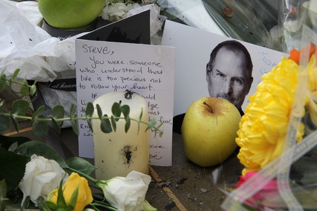 Steve Jobs tributes at Covent Garden store