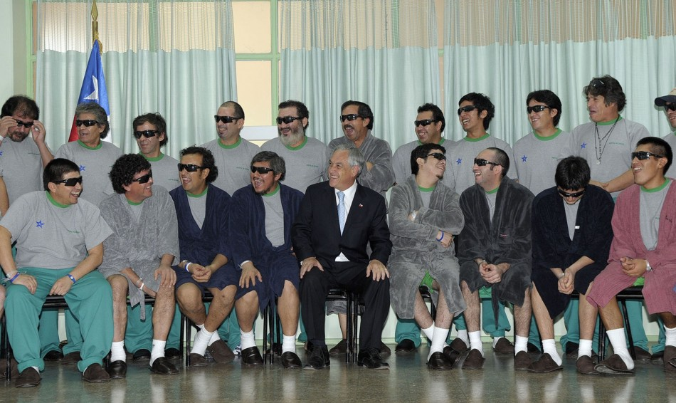 Chile's President Pinera poses with the 33 rescued miners inside Copiapo Hospital