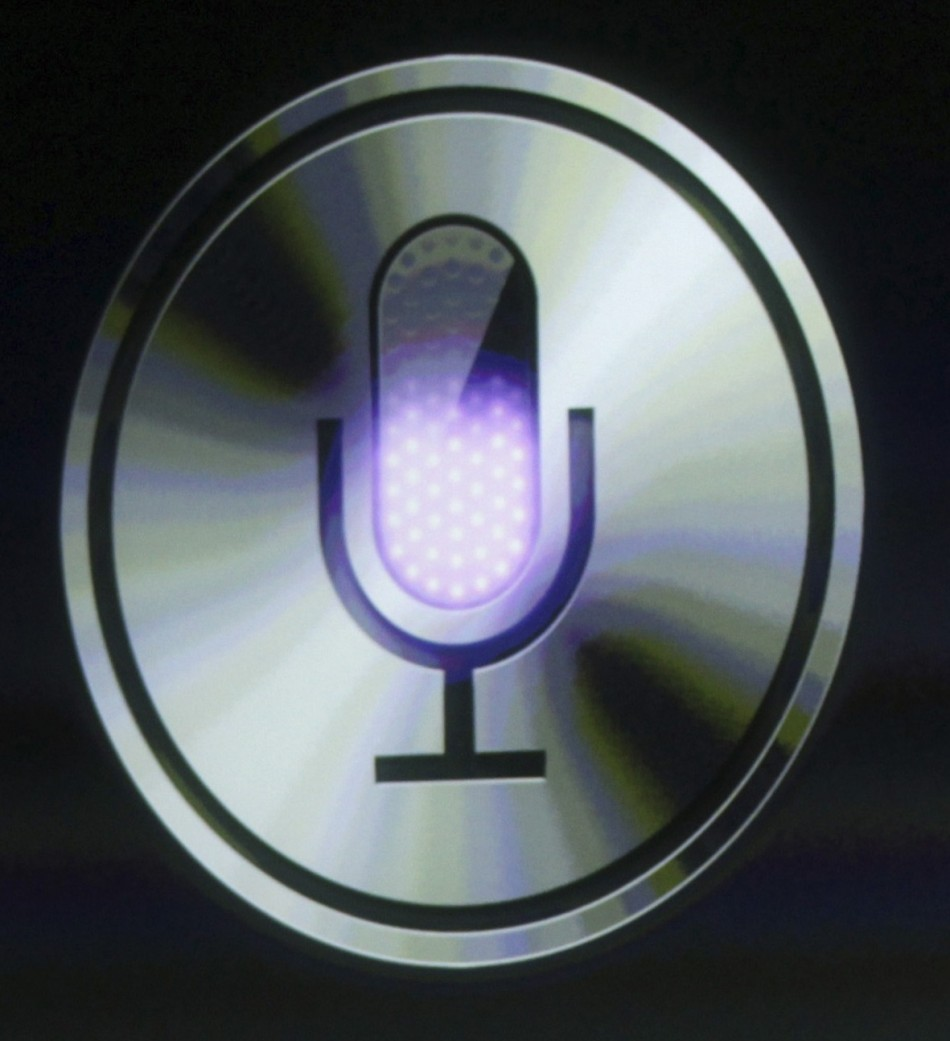 2. Siri Allows Hacking into Your E-mail and Texts: How to Stop it